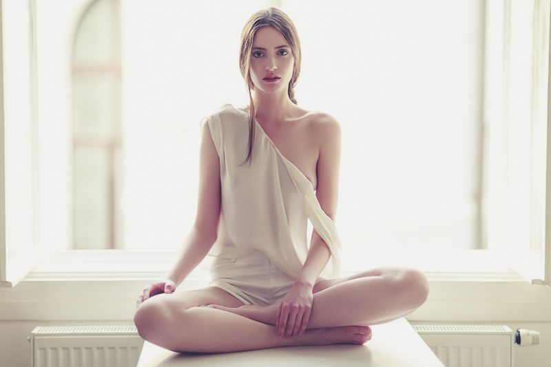 On the banks | Fashion short Kristyna by Matthew Dols